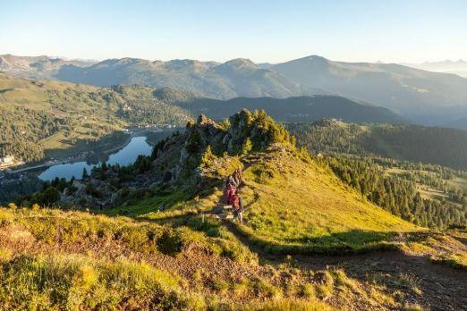 Wenn im Herbst die Luft besonders klar ist, ist auch die Aussicht beim Wandern beeindruckend - © Turracher Höhe/Attisani