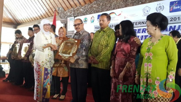 Rektor ITS Penghargaan Inklusif Education Award