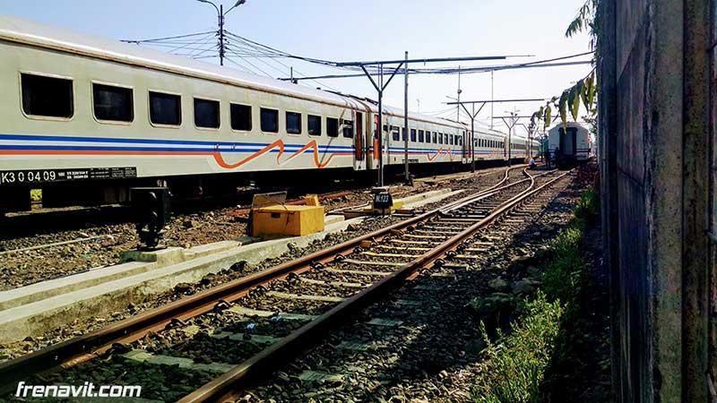 kereta-api-surabaya