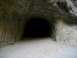 Un peu impressionnant, un tunnel piéton de 670 mètres de long. Mieux vaut s'équiper d'une lampe et de bonnes chaussures car le sol est irrégulier et il peut y avoir des flaques d'eau.