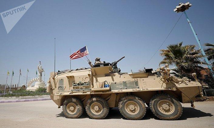 Blindés US à Qamichli (photo de Reuters)