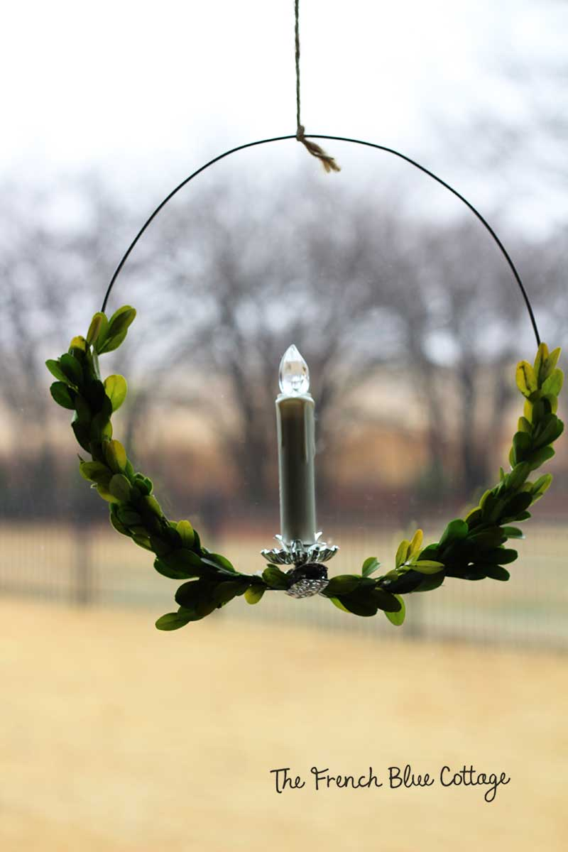 A minimalist Christmas look with a wire candle wreath.