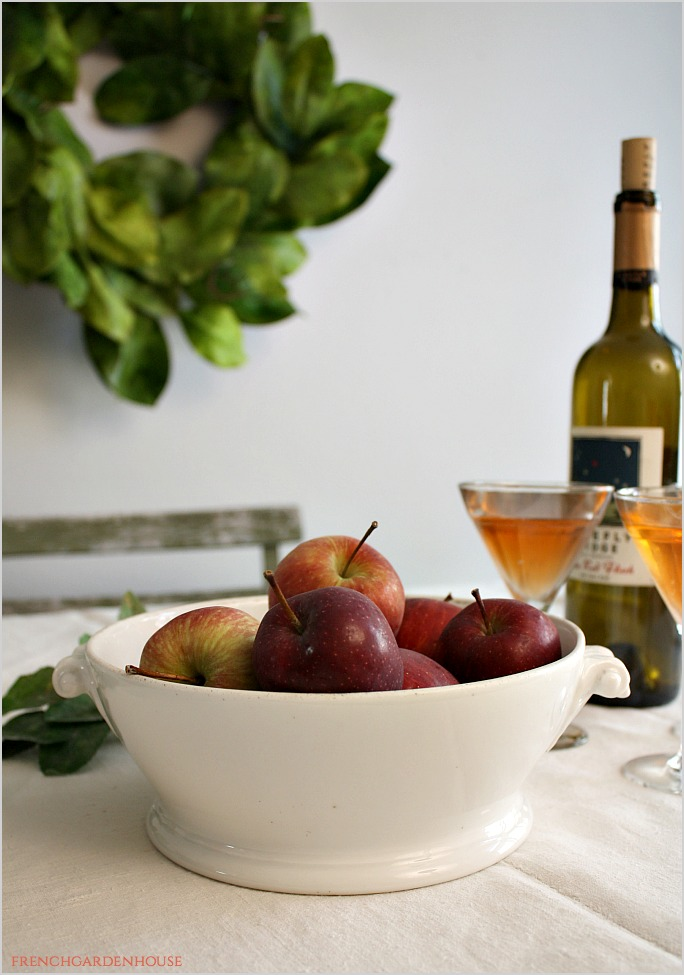FrenchCountryTableApples