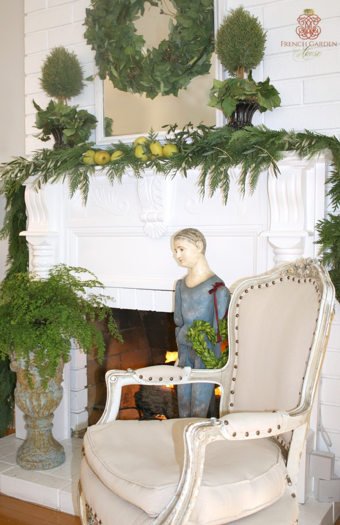 Make a beautiful and easy french country holiday mantel for French country blog