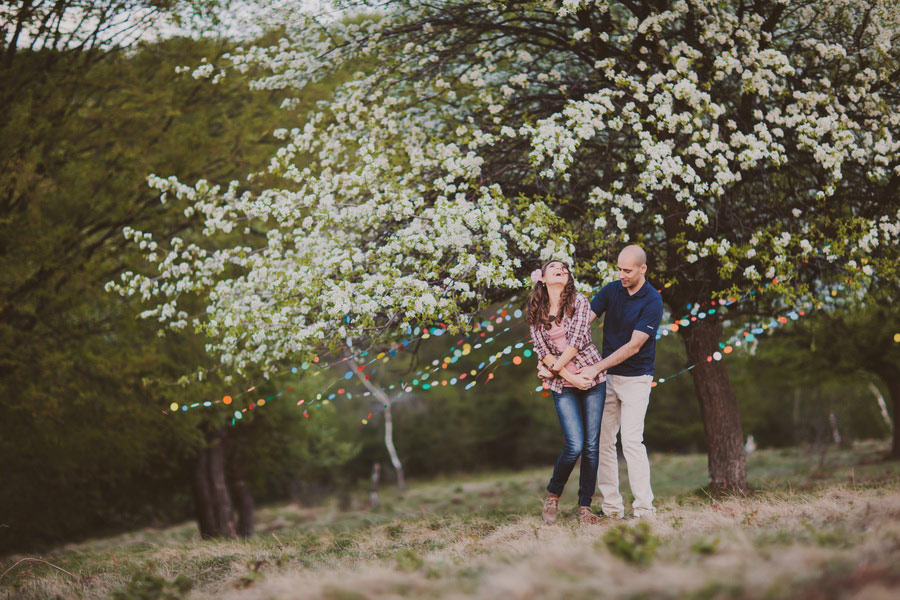 love-session-colorful-paper-garland-be-light-03