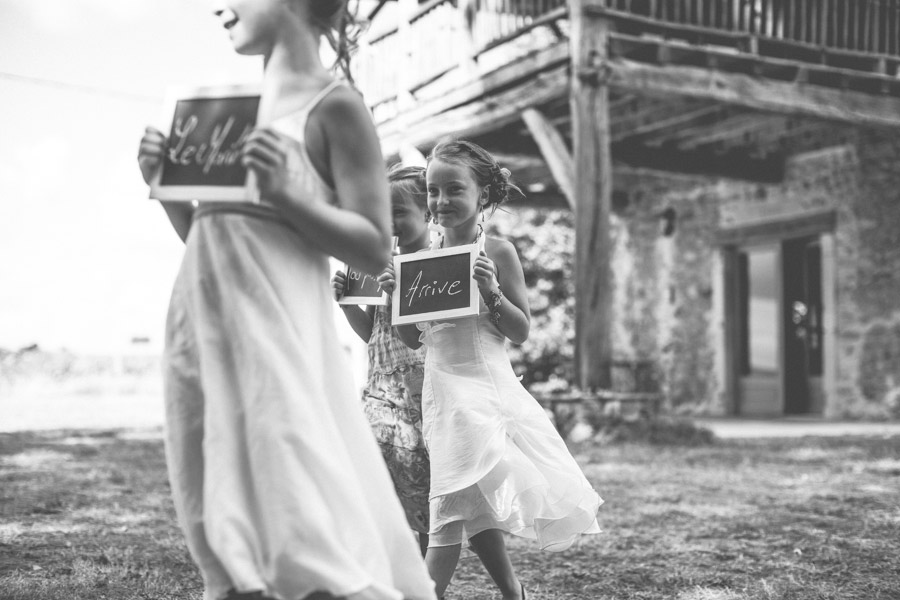 Very-Personalized-French-Wedding-a-Triplet-and-a-Bunch-of-Happy-Friends-16