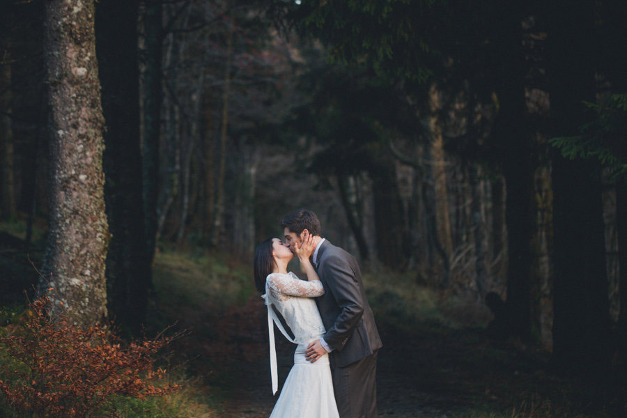 post-wedding-session-in-the-woods-photography-by-winter-04