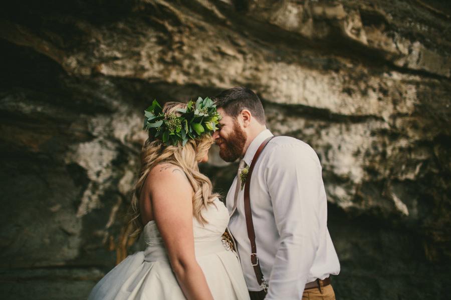 sea-elopement-pregnant-bride-14