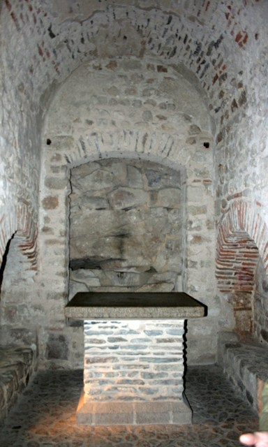 crypt-notre-dame-sous-terre- © Crochet david Licence CC BY-SA 3.0, from Wikimedia Commons