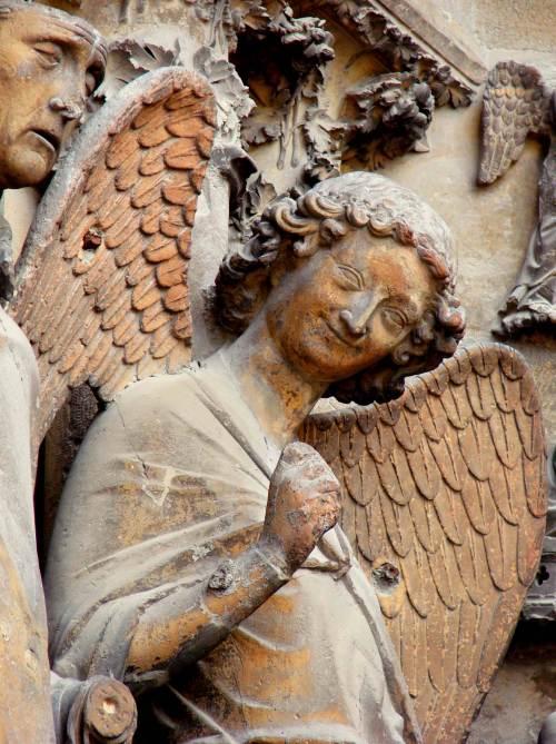 Ange au Sourire by Vassil (Public Domain)