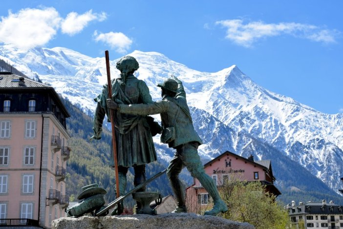 Monument of Jacques Balmat showing Horace-Bénédict de Saussure the summit of Mont-Blanc © French Moments
