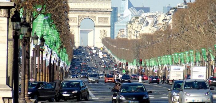 The avenue des Champs-Élysées in winter © French Moments