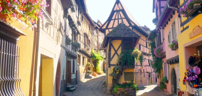 Rue du Rempart, Eguisheim © French Moments