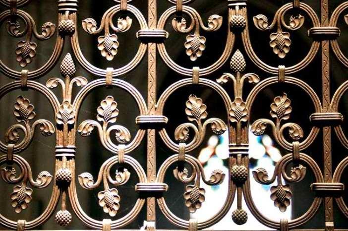 Choir railing © Marylise Doctrinal, Creative Commons (CC-BY-SA-3.0)