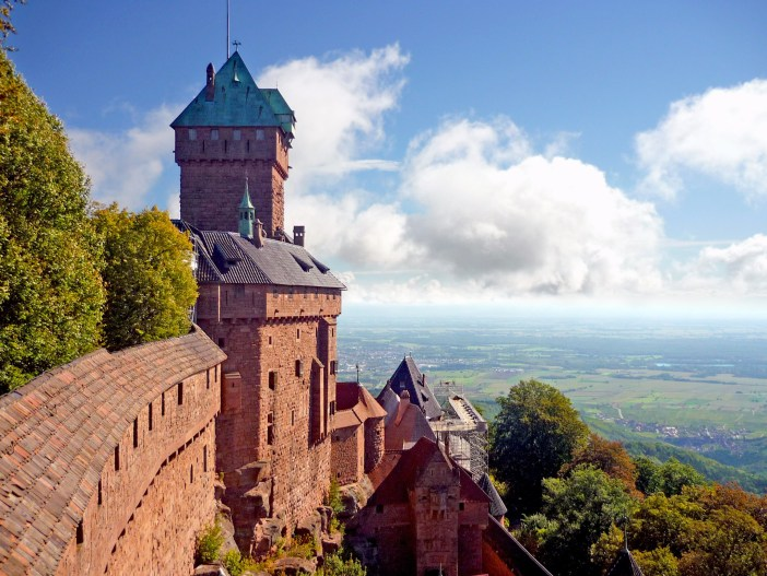 The castle of Haut-Kœnigsbourg overlooking the Plain of Alsace © French Moments