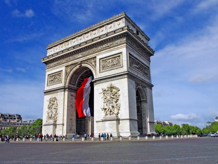 Famous monuments of Paris: Arc de Triomphe © French Moments