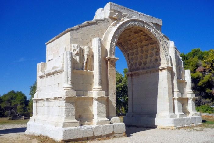 Les Antiques in Saint-Rémy-de-Provence © French Moments
