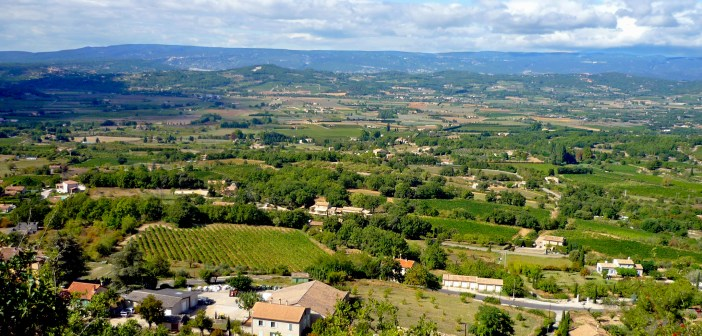 The Luberon countryside from Bonnieux © French Moments