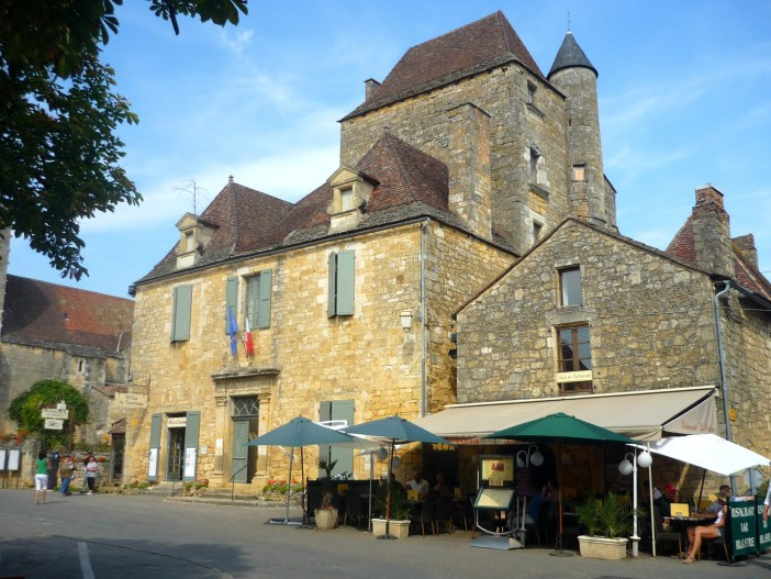 The town-hall of Domme © French Moments