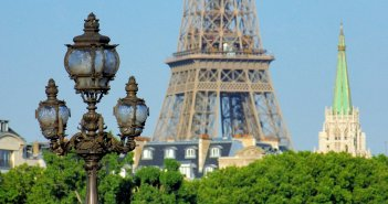 Travel to France - Explore Secret and Offbeat Paris © French Moments