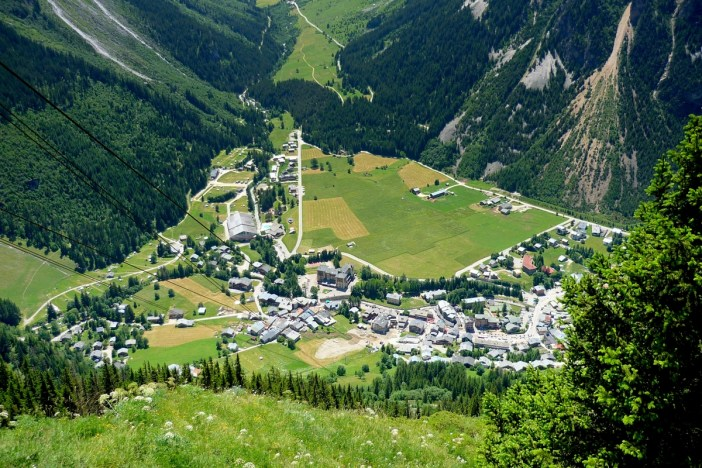 Pralognan-la-Vanoise seen from Mont Bochor © French Moments