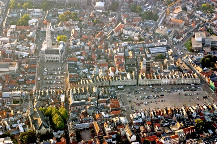 Squares of Arras from above © Pir6mon - licence [CC BY-SA 3.0] from Wikimedia Commons