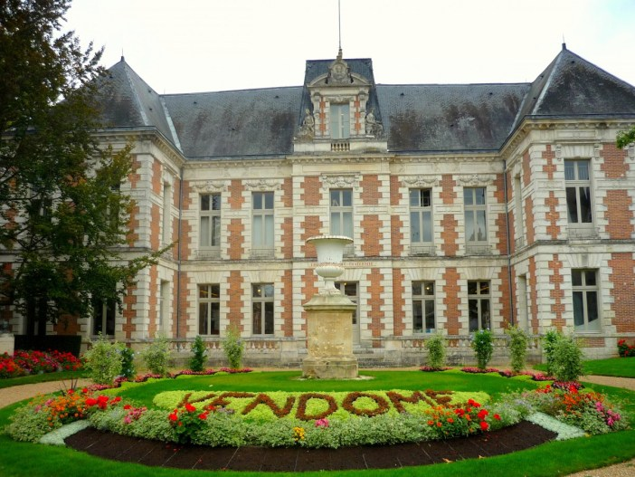 Town-Hall of Vendôme © French Moments