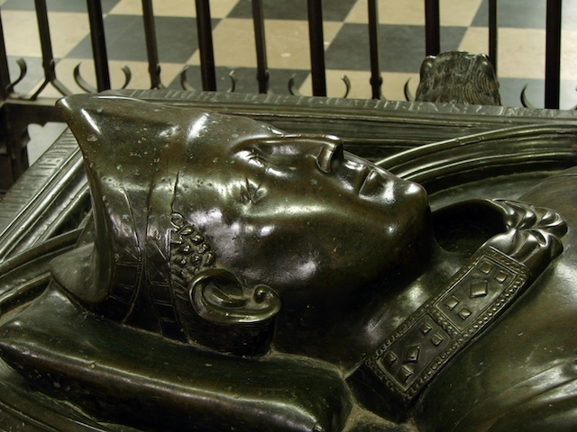 Recumbent figure of Geoffroy d'Eu in Amiens Cathedral © Photo: Vassil