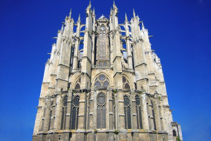 The chevet of Beauvais Cathedral by Pepijntje [Public Domain]