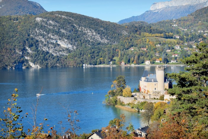 The castle of Duingt by Lake Annecy © French Moments