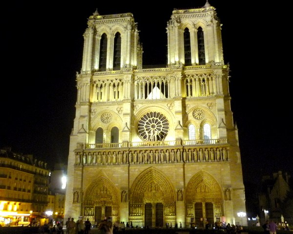 Christmas in Paris: at Notre-Dame © French Moments