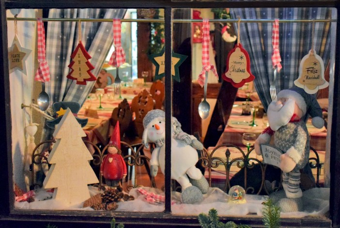 Front window of a winstub (traditional restaurant) in Strasbourg © French Moments