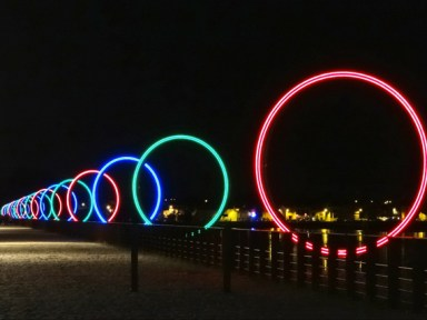 Buren's Rings at night © dalbera CC BY 2.0 from wikimedia common
