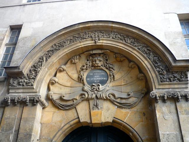 Portal of Hôtel de Châlons-Luxembourg, Marais © French Moments