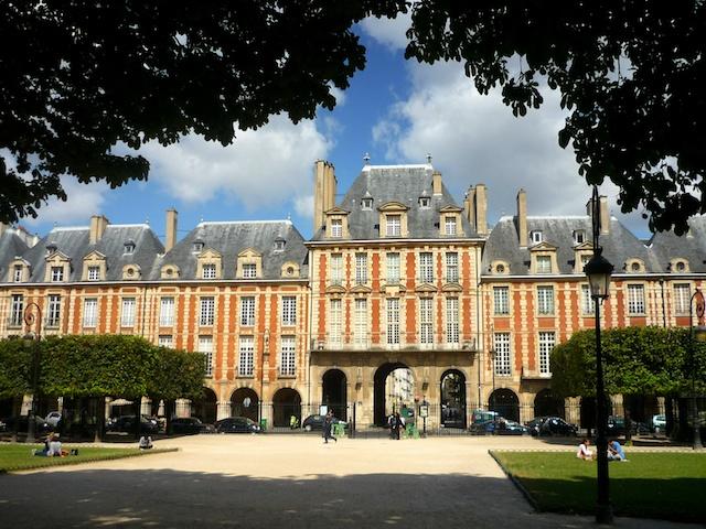 Place des Vosges © French Moments