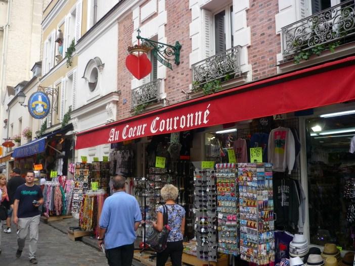 Rue du Chevalier de la Barre 01 © French Moments