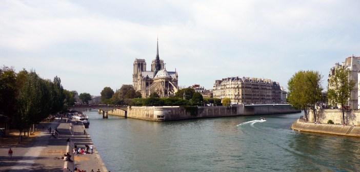 Quais de la Seine Paris © French Moments