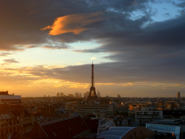 Eiffel Tower at sunset 01 © French Moments