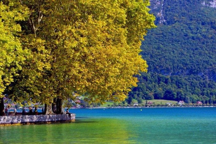 Lake Annecy in Autumn © French Moments