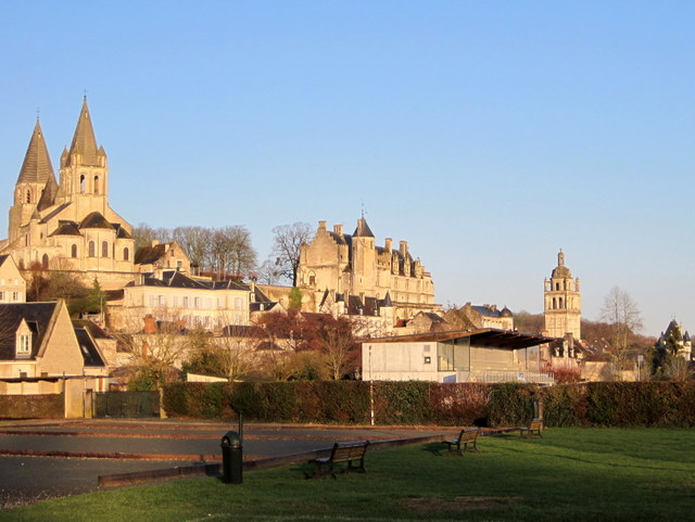 Loches © Jaunet - licence [CC BY-SA 3.0], from Wikimedia Commons