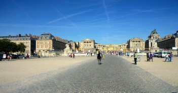 Palace Courtyard © French Moments - Versailles 9