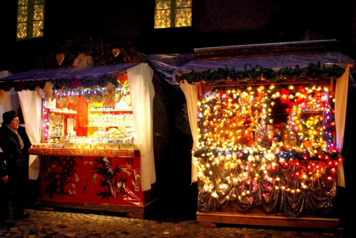 Stalls of the Kaysersberg Christmas market, Alsace © French Moments