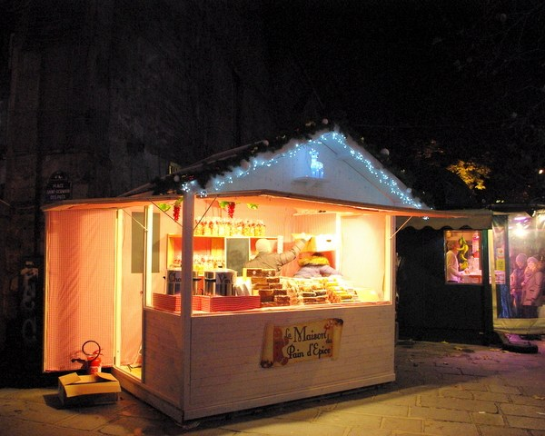 Paris Christmas markets: at Saint-Germain-des-Prés © French Moments