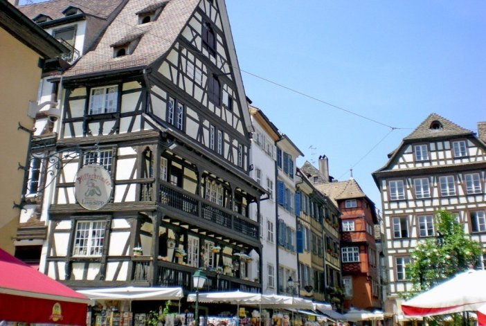 Things to see in Strasbourg: Place du Marché-aux-Cochons-de-Lait © French Moments