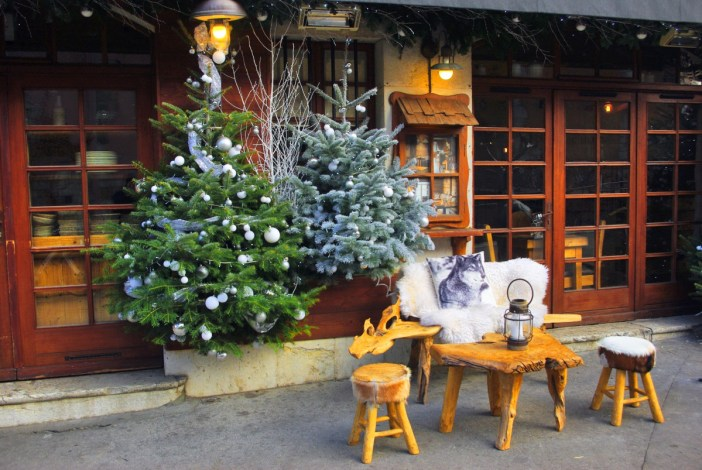 A Christmas stroll in the streets of Annecy © French Moments