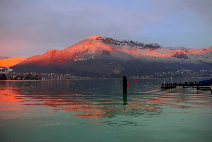 Travel to France - Lake Annecy Winter Sunset © French Moments