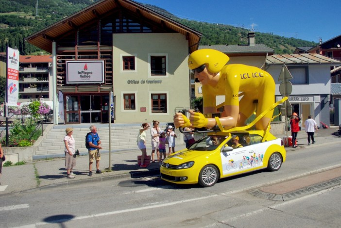 The advertising caravan of the Tour de France at Aime-la-Plagne © French Moments