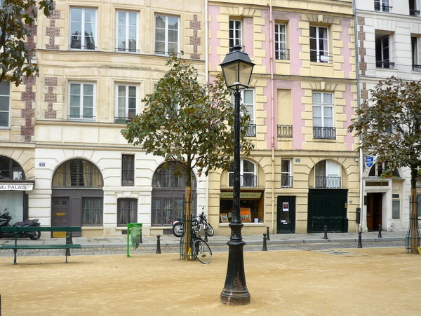 Lamp Post in Place Dauphine © French Moments