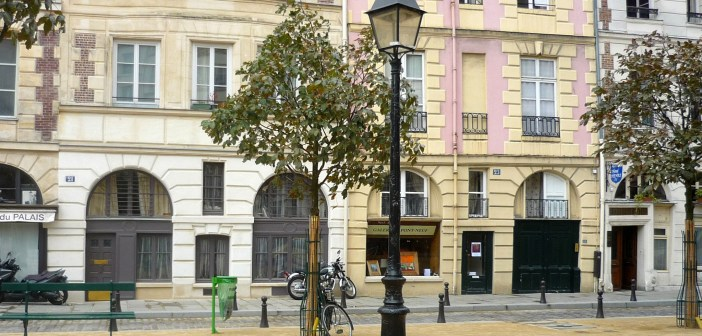 Lamp post Place Dauphine Paris © French Moments