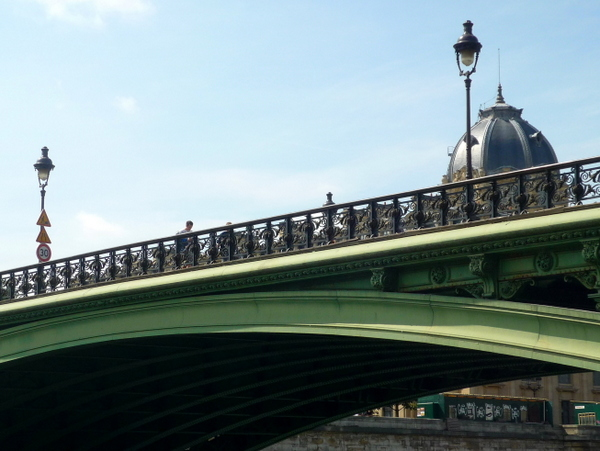 Lamp posts on Pont Notre-Dame © French Moments